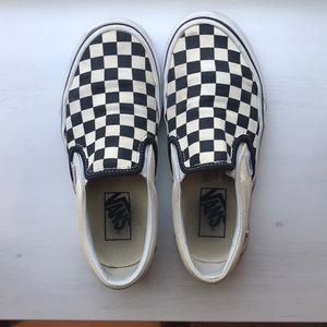 Preowned checkered converse
